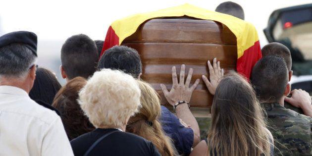Aterriza en Valencia el avión con los restos del soldado fallecido en