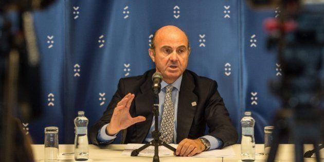 Luis de Guindos resta importancia al formato de su comparecencia sobre el caso