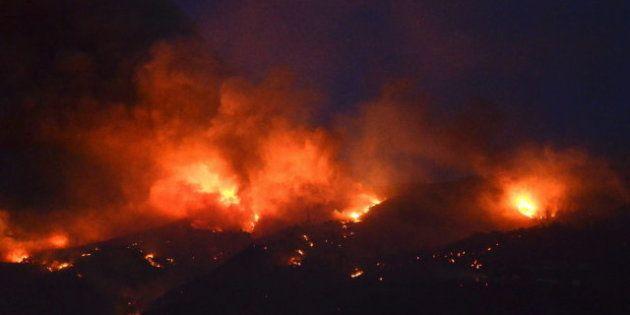 La ola de calor y el fuerte viento mantienen activos más de 10 incendios en toda
