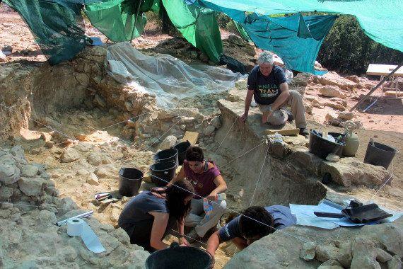 El misterio de los 20 pares de cuernos de toro prehistórico: ¿Qué hacían los Neandertales con ellos?