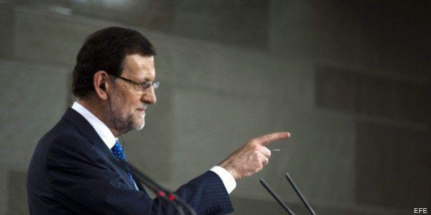 Preguntas amañadas: Rajoy indigna a la prensa al romper el turno de palabra para poder leer su