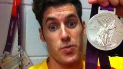 Los jugadores de España y EEEUU muestran sus medallas en Internet