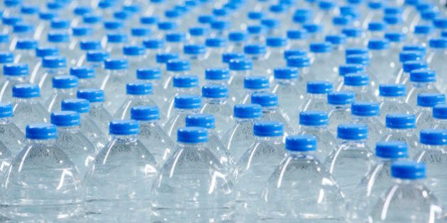 Restos fecales humanos en agua mineral causaron el brote de gastroenteritis