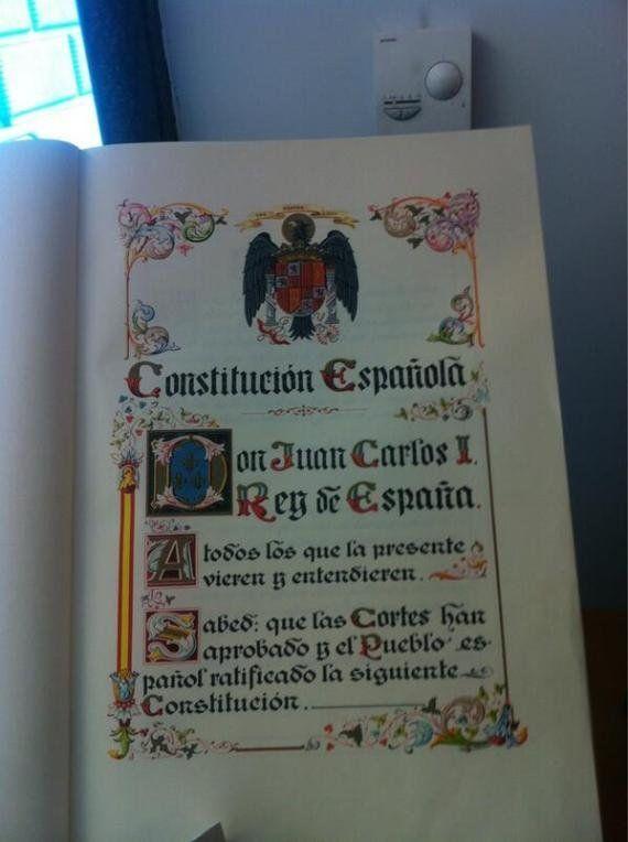 Amaiur pregunta a Posada por la exhibición de una Constitución con símbolos