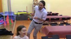 Iglesias jugando con una niña y otras interioridades de la campaña de