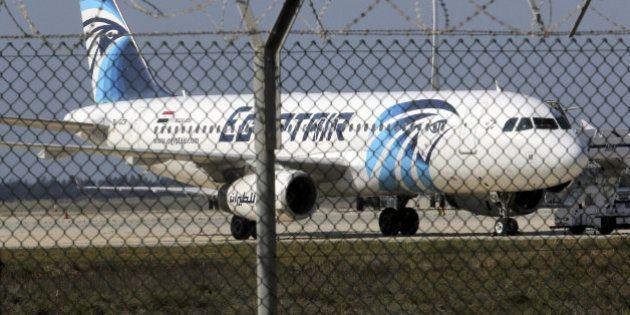 Egipto cree que la hipótesis de un atentado contra el avión es