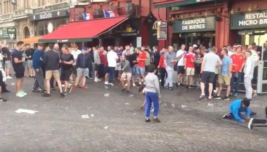 Más vergonzoso todavía: 'hooligans' ingleses humillan a estos niños en Lille