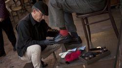 Un limpiabotas de Málaga regala cuentas de Twitter clave a