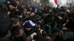 Un grupo de hombres armados asalta el Parlamento y la sede del Gobierno de