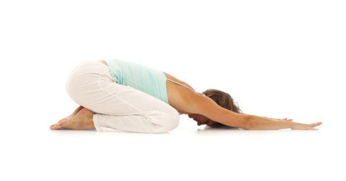 3 posturas de yoga que alivian el dolor de cabeza | El