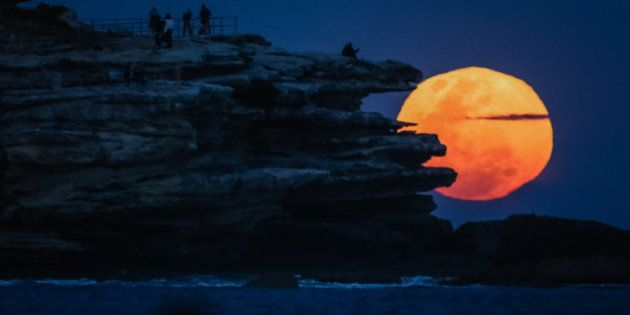 SYDNEY, AUSTRALIA - SEPTEMBER 9: (EUROPE AND AUSTRALASIA OUT) The full supermoon rises over North Bondi...