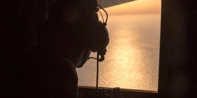 Hallan los primeros restos de víctimas y del avión de Egyptair en el
