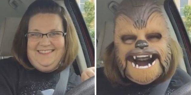 Una mujer con una máscara de Chewbacca se convierte en el vídeo más visto en la historia de