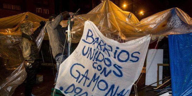El ministro del Interior acusa al PSOE de defender a los