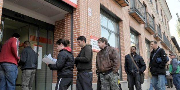 El paro subió en 85.000 personas en el tercer trimestre de 2012 hasta los 5,77 millones y supera la tasa...