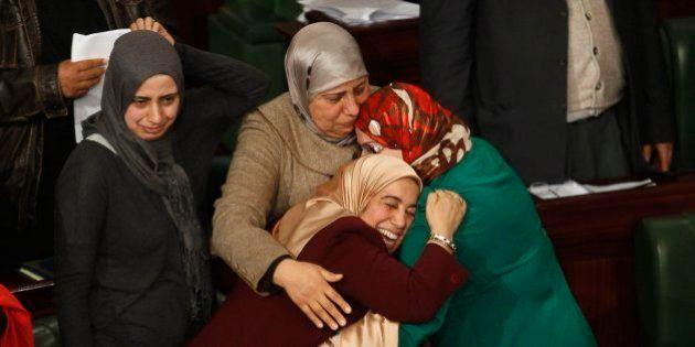 Túnez aprueba su primera constitución democrática desde