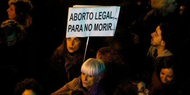 España, más lejos de Europa: así son las leyes sobre el aborto en otros países del