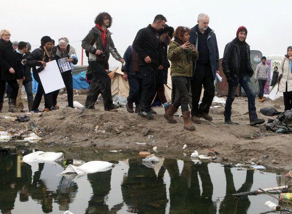 Piden cerrar el campamento de inmigrantes de Calais tras incidentes en la