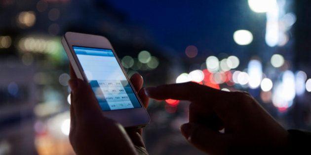 Usar el smartphone por la noche reduce la calidad del sueño y la