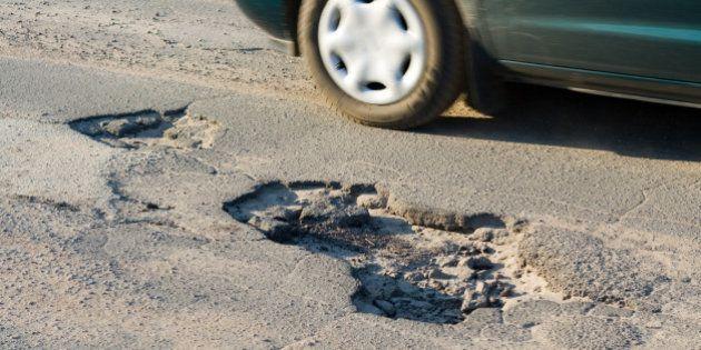 Las carreteras, cada vez más deterioradas por la crisis y la falta de inversión en su