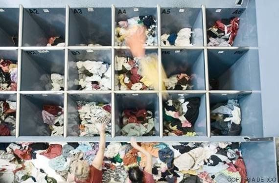 ¿Dónde acaba la ropa que das para reciclar en las tiendas? Así es el proceso