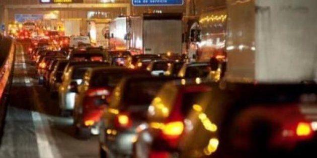 La lluvia y la huelga del transporte público provoca grandes retenciones en
