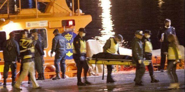 Dos muertos y 49 rescatados a bordo de una patera en el mar de