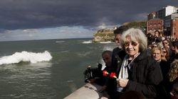 Las cenizas de Carrillo, arrojadas al mar en un homenaje en