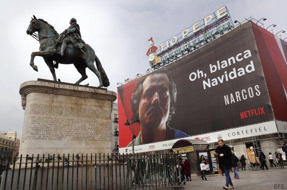 El PP exige en el Congreso la retirada del cartel de 'Narcos' en la Puerta del