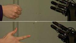 Nunca juegues con este robot a piedra, papel o tijera...