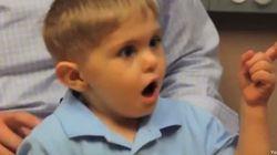 Así reacciona este niño al oír a su padre por primera vez