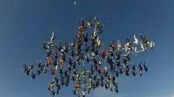 138 paracaidistas forman una estrella de récord
