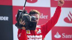 Alonso hace de cámara en el podio tras acabar tercero