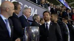 El gesto de Xabi Alonso a Platini por no dejarle jugar la Supercopa