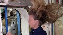 Un pelo da impulso para moverse en gravedad cero