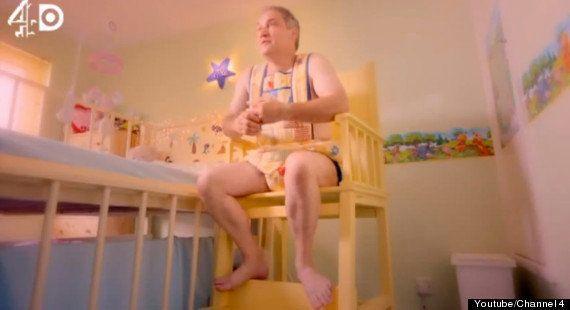 Adultos-bebé: un nuevo documental los retrata (VÍDEOS,