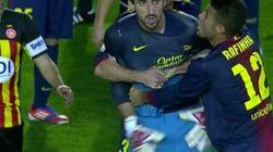 El portero del Barça B, al árbitro: