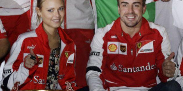 Fernando Alonso celebra su victoria junto a su novia, la modelo Dasha Kapustina