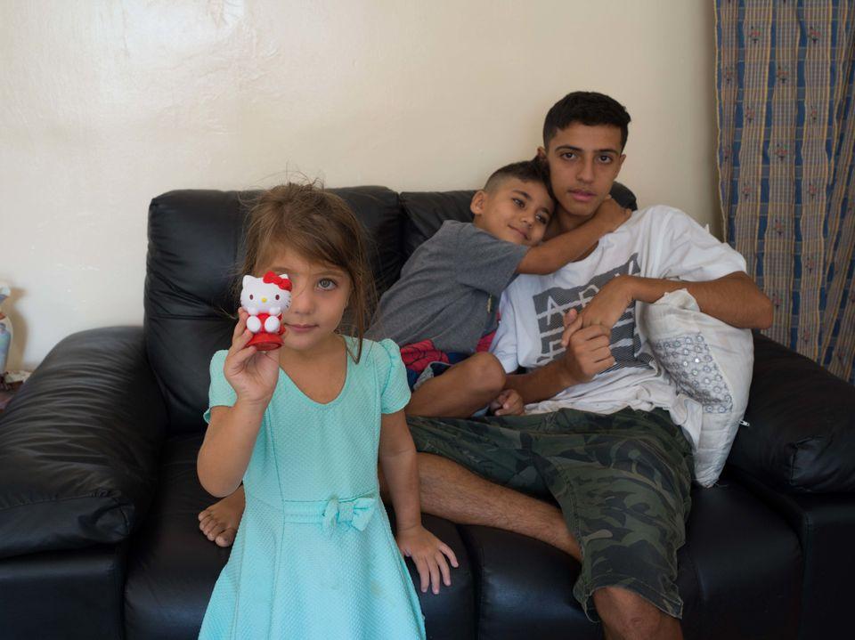 Os filhos de Fatima já se adaptaram ao Brasil. Todos estão estudando e os dois mais velhos...