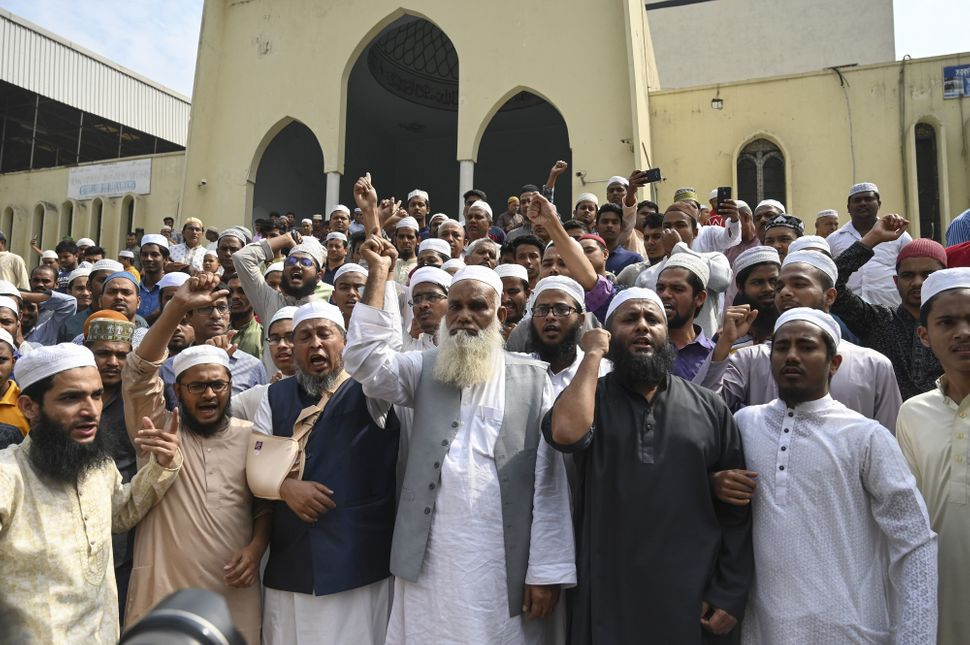 Bangladeshi Muslims protest in Dhaka.