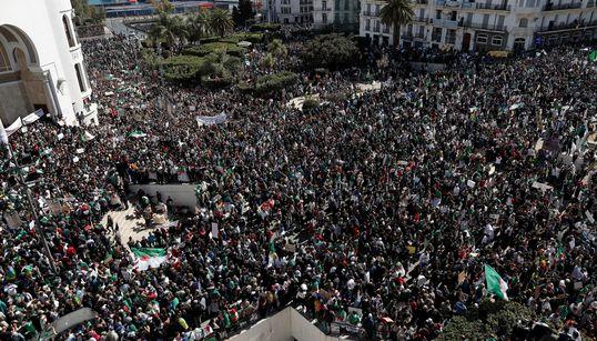 Un tsunami humain déferle sur Alger pour dire non au prolongement du 4e