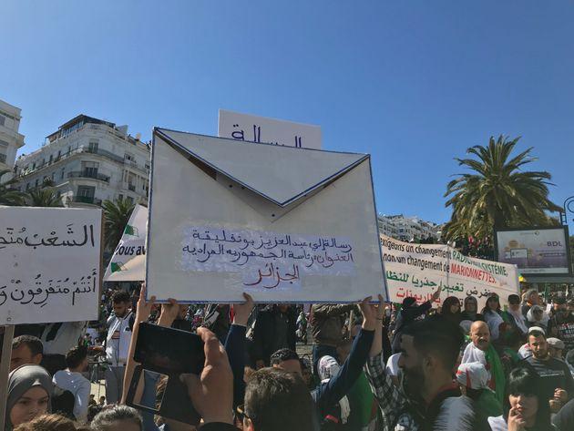4e vendredi à Alger: Les petites mains d'une grande