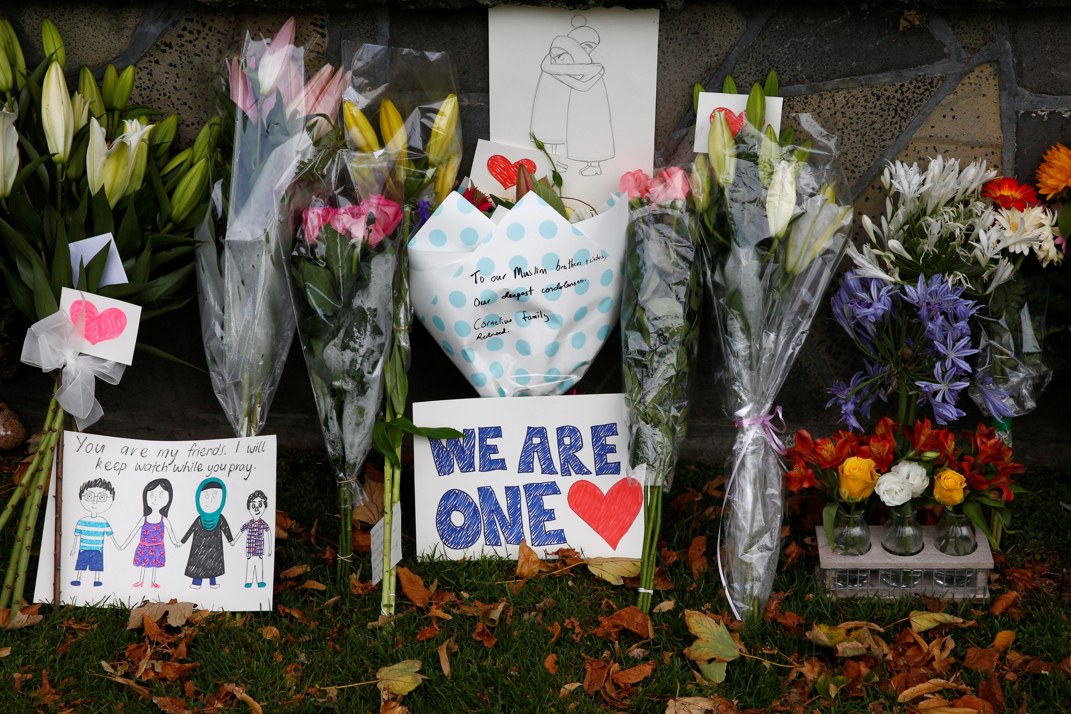 뉴질랜드 총기난사 희생자들을 향한 애도가 이어지고