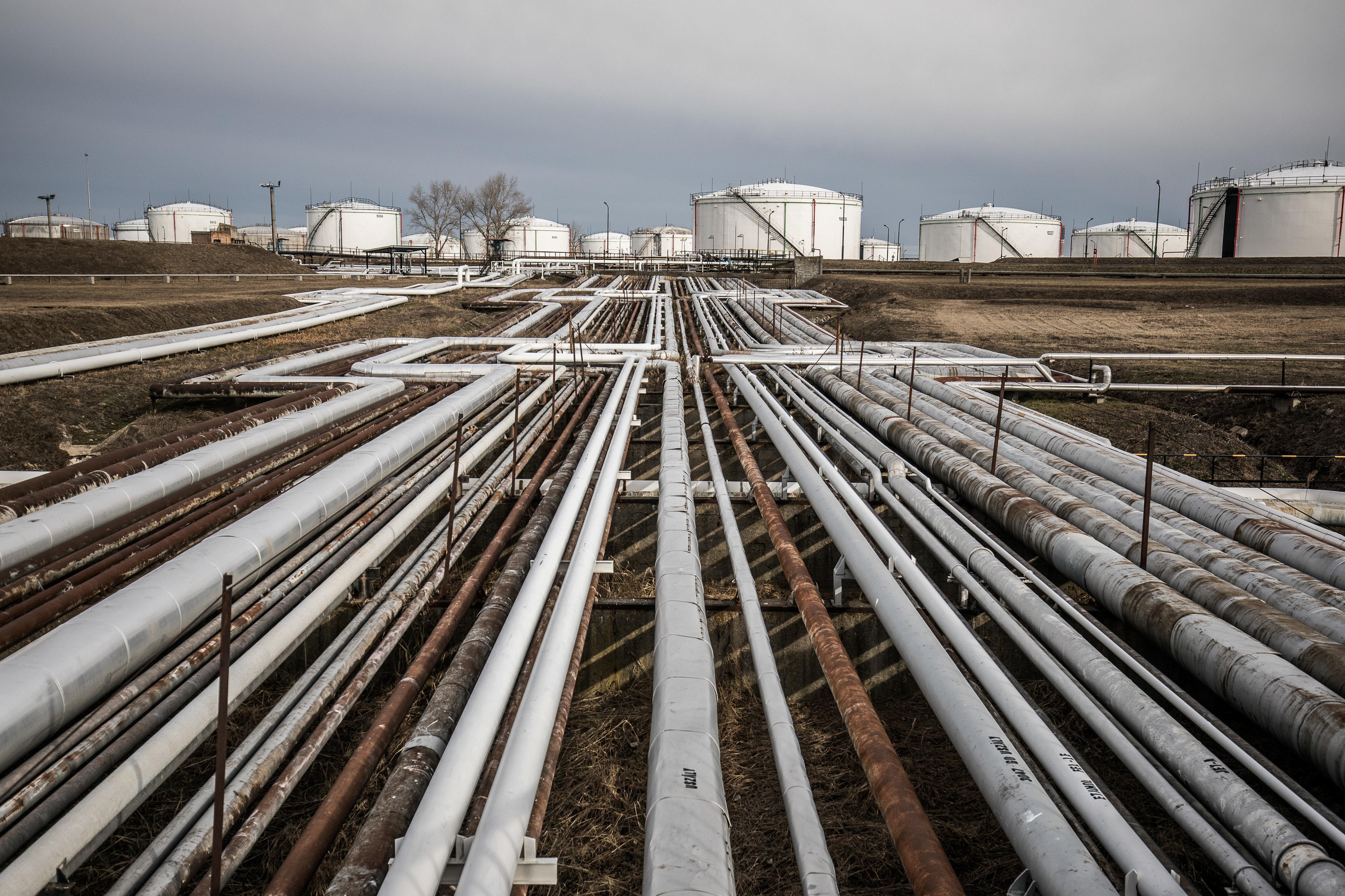 Le pétrole recule légèrement avant une réunion de