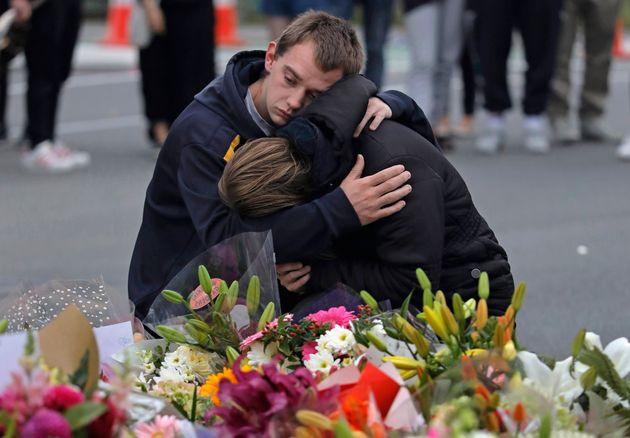 Atentados em duas mesquitas deixaram 49 mortos em Christchurch, na Nova