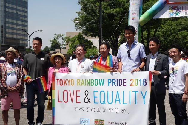 2018年の東京レインボープライドに参加した枝野氏(右から4番目)