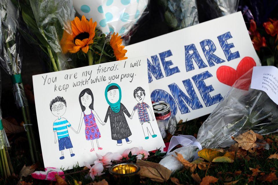 보태닉 가든에 놓여진 추모 메시지들. 뉴질랜드 크라이스트처치, 2019년