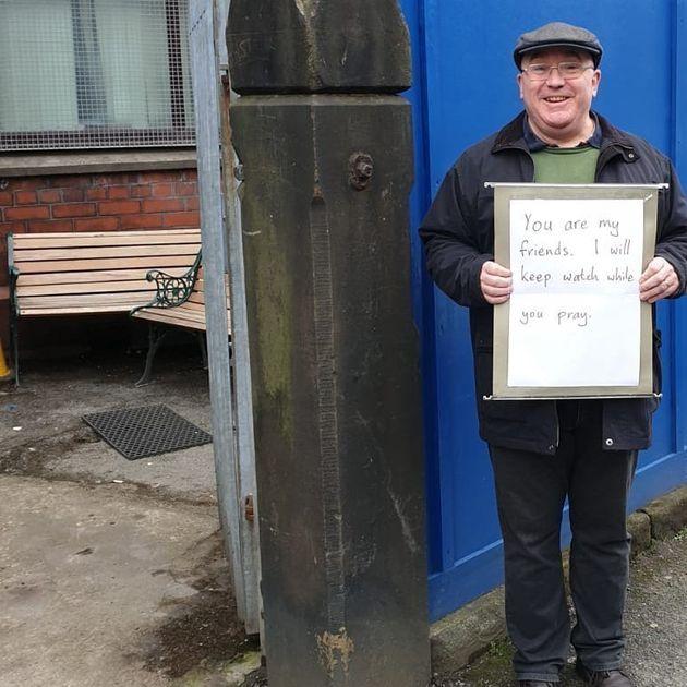 뉴질랜드 테러에 대한 이 영국 맨체스터 남성의 연대 메시지가 전 세계에