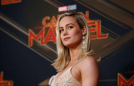 Captain Marvel: Υπερήρωας ...σπάει
