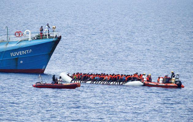 El 'Iuventa' de Jugend Rettet, en pleno rescate en el Maditerráneo, hace dos